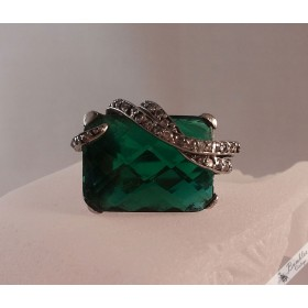 Vintage Sterling Silver Green Paste Ring