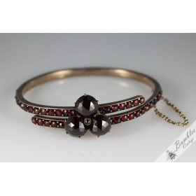 c1900 Antique Rose Cut Bohemian Garnet Hinged Victorian Bangle with 3 Large Garnets