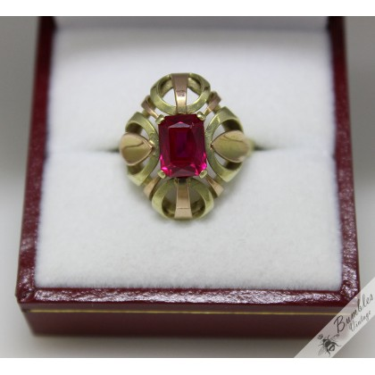 Beautiful Vintage 14k Gold Bohemian Synthetic Ruby Cocktail Ring c1950s