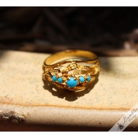 18k Yellow Gold Ornate Ring with Blue Stones