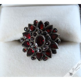 Antique Victorian Bohemian Garnet Flower Ring size Q, 8