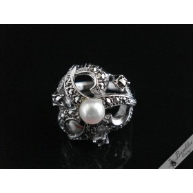 Beautiful Vintage 835 Silver Marcasite & Pearl European Cocktail Ring