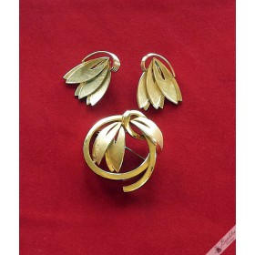 Vintage Gold Plated Germany Leaves Bow Brooch & Clip Earrings Demi Parure Set